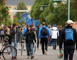 Crowded of students at LTU's Rainbow avenue