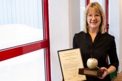 Helena Lidelöw with The Student Union of Engineering award for best teacher in 2014 -