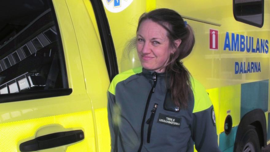 När Tess Backman hade jobbat några år på ambulansen i Mora ville hon ha  bättre kunskaper i ambulanssjukvård. Utbildningen på distans gör att hon  kan lägga ... 7262bdd717dbd