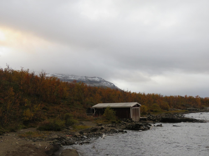 A view of the Research Hut in Kärkevagge.
