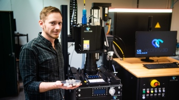 "Jan Frostevarg with the first ""test cubes"" from the new 3D printer. Photo: Simon Eliasson"