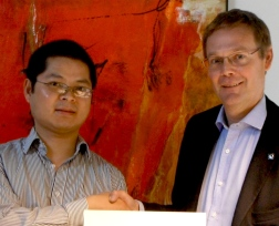 Professor Yongming Tu and Vice Chancellor Johan Sterte